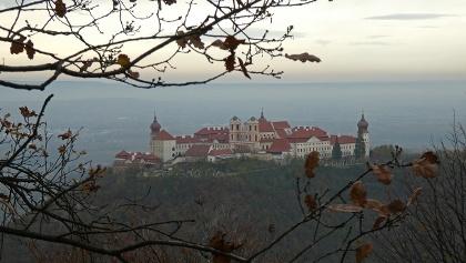 Blick vom Waxenberg zum Stift Göttweig