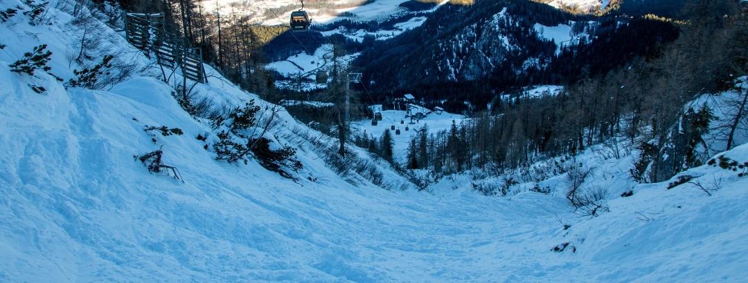 Ausreichend Schneeauflage bei der Einfahrt in den Spinnergraben.