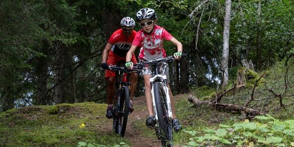 Biker im Wald von Pifal