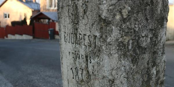 A Határkő utcában áll az Üröm és Budapest határát jelző határkő