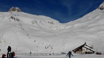 Restaurant Piz Calmot mit Schneehüenerstock