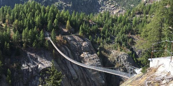 View to the footbridge Aspi-Titter