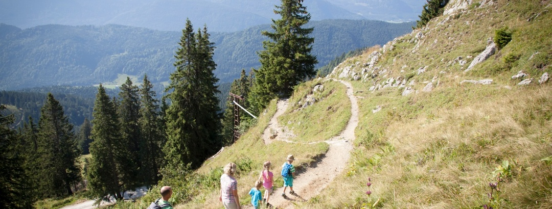 Familienwanderung am kleinen Höhenweg am Brauneck