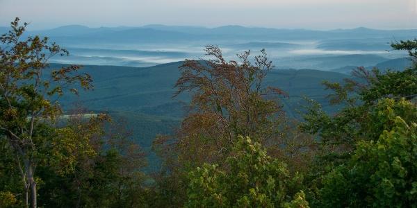 Hajnal Palócföld felett a Nyikom csúcsáról