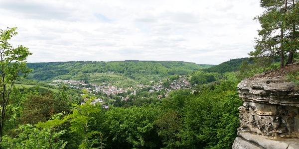 Blick vom Aussichtspunkt oberhalb des Teufelslochs auf Bollendorf