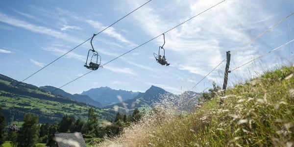 Bequem und entspannt werden die meisten Höhenmeter mit der Sesselbahn überwunden.