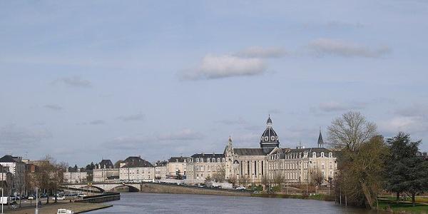 Château-Gontier avec l'Hôtel Dieu