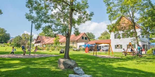 Schloßpark Pöllau: Spielplatz und Parkcafe