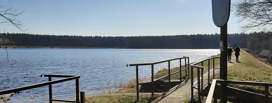 Der Hirschler Teich liegt südöstlich von Clausthal-Zellerfeld.