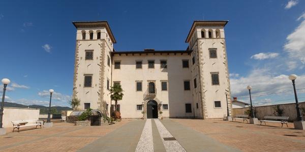 Castle Dobrovo