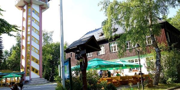 Gasthaus und Turm