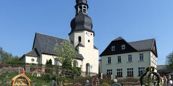Kirche und Osterausstellung in Niederalbertsdorf