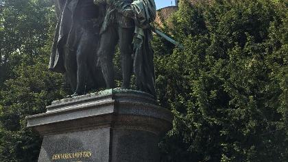 10.05.2020/ Denkmal vor der Ebernburg