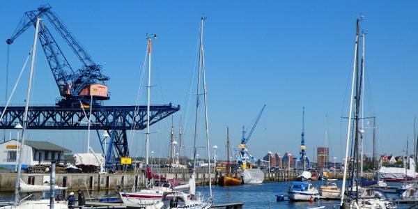 Maritimes Flari im Rostocker Stadthafen