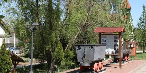 Vértes-Gerecse kisvasút emlékhely: Szárligetről mindkét hegység irányába indult kisvasút
