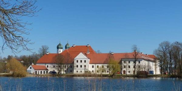 Blick zum Kloster Seeon