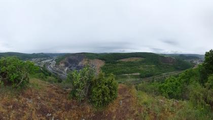 Panoramablick über die Stadt Kirn und den Steinbruch