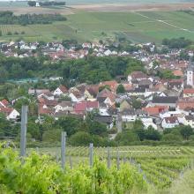 Blick auf Stadecken im Selztal mit Stadecker Warte