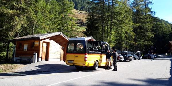 Der Bus Alpin fährt im Sommer bis ins Fäld