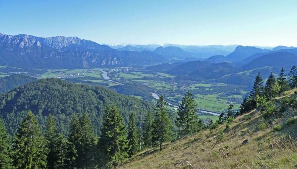 Abstieg vom Kranzhorn, Blick ins Inntal und Kaisergebirge