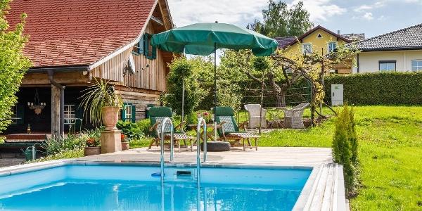 Garten mit Pool Ansicht 1 Ferienhaus Höllberg