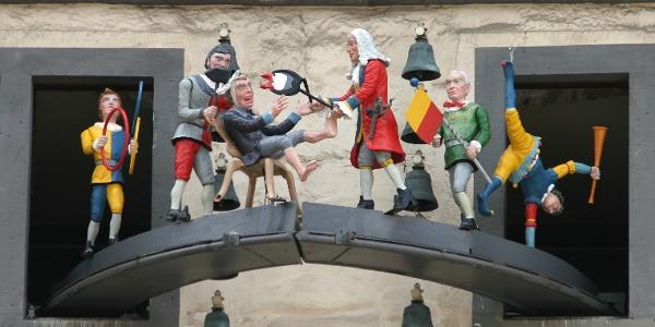 Glockenspiel mit Figurenumlauf des Doktor Eisenbart am Rathaus