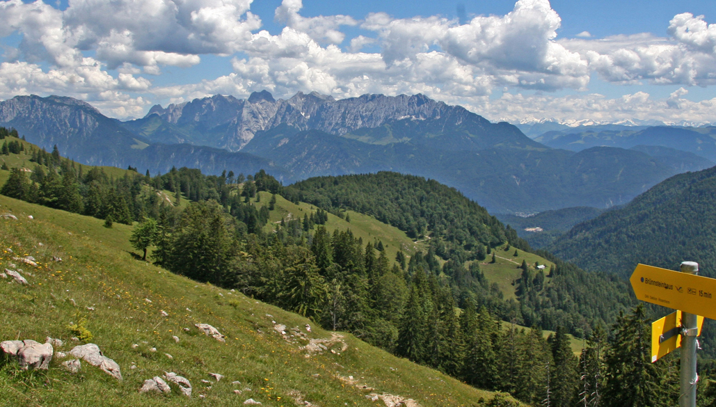 Himmelmoos Alm Brünnstein mit Kaisergebirge