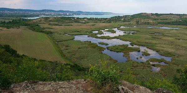 Kilátás a tihanyi Külső-tóra