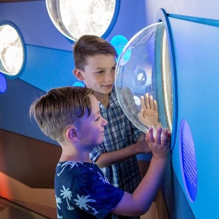 Im WasserWissensWerk warten spannende interaktive Stationen darauf, entdeckt zu werden
