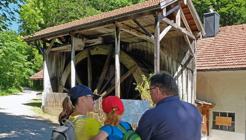 größtes Wasserrad Bayerns - Kiefersfelden am eingang zur Gießenbachklamm