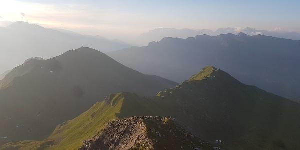 Atemberaubende Aussicht vom Schwarzhorn, dem höchsten der Tschiertschner Gipfel