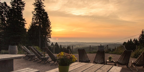 Sonnenaufgang an der Berghütte Lauterbad