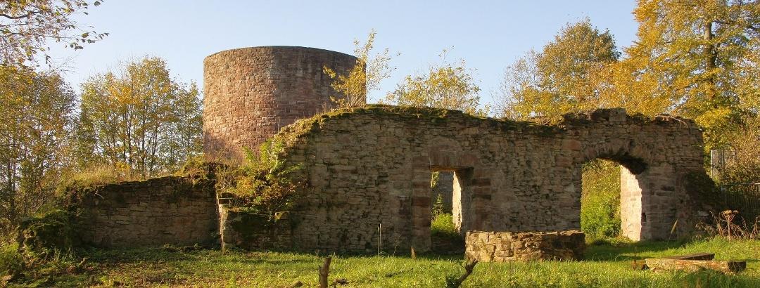Innenhof Burgruine Homburg