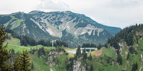 Blick auf den Bergsee am Hochkar