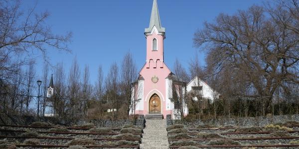 A balatonboglári Vörös kápolna családi sírboltnak épült