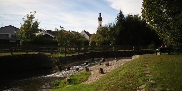 Blick auf die Kirche in Rotthalmünster