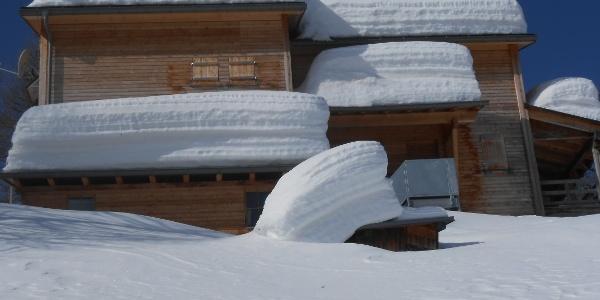 Capanna Buffalora - chiusa durante la stagione invernale