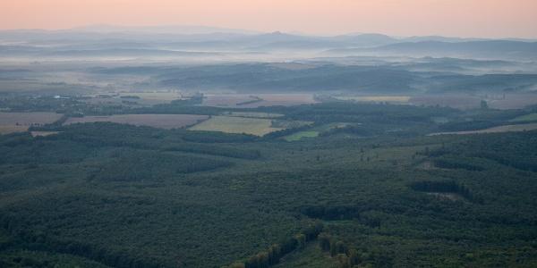 Misztikus hajnali fények a nógrádi tájban (Kámor)