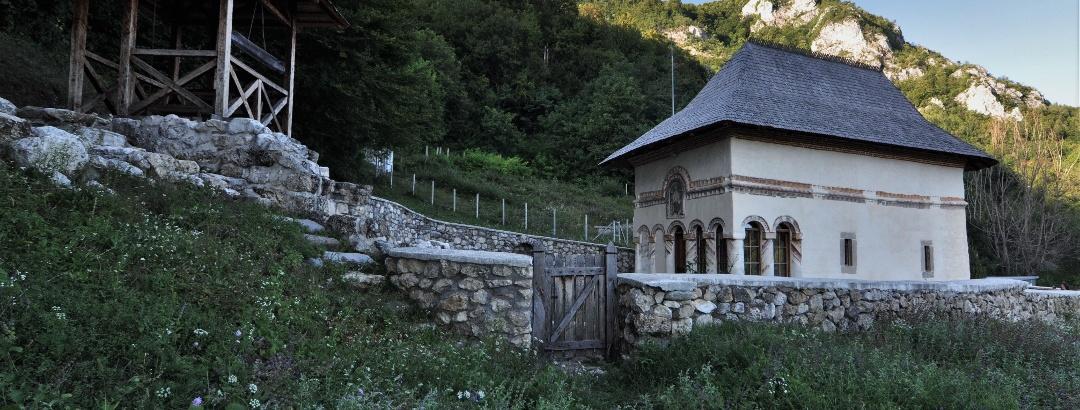 """Biserica """"Sf. Nicolae"""", Pietreni /fostul schit """"De sub Piatră"""""""