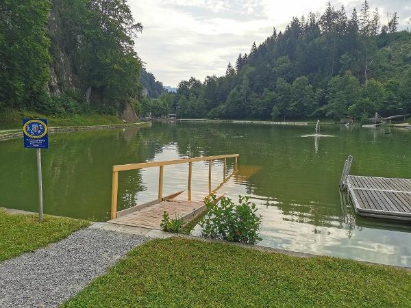 Rampe für den Strandrollstuhl am Luegsteinsee