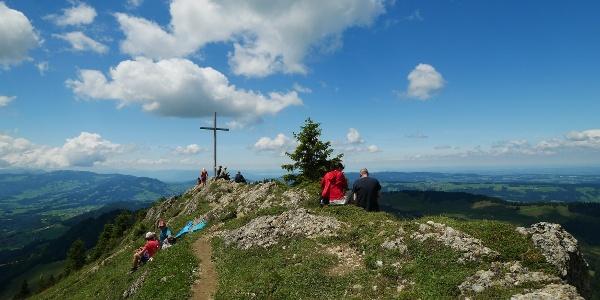 Gipfel des Hochhäderich mit Ausblick in Richtung Bodensee