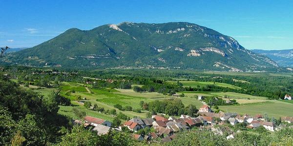 Grand Colombier vu du sud-ouest, depuis le village de Vongnes