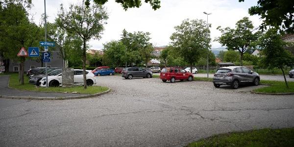 öffentlicher Parkplatz auch f. PKW beim Stellplatz