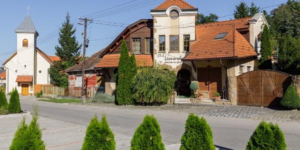 A Club Leonardo étterem és panzió Mogyorósbányán