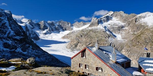 Capanna del Forno CAS (Fornohütte, 2574m) über dem Fornogletscher  -  11.09.2019