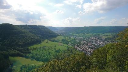 Ausblick vom Kilianskreuz auf Deggingen und das Obere Filstal