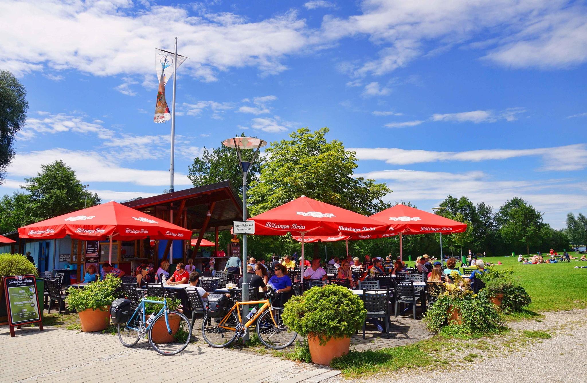H2O Kiosk mit Strandbad im Chiemseepark Bernau-Felden