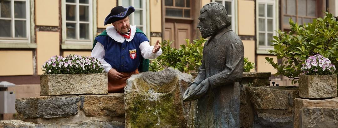 Der Baxmann mit Baxmann Brunnen Hessisch Oldendorf