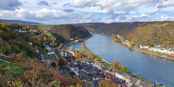 Blick vom Wackenberg bei Biebernheim auf St. Goar und die Burgen Rheinfels und Maus
