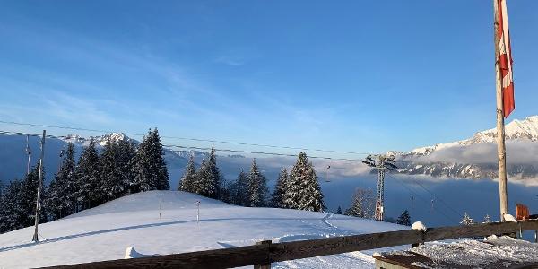 Schöne Aussicht auf der Terrasse des Skihüttlis Golerberg